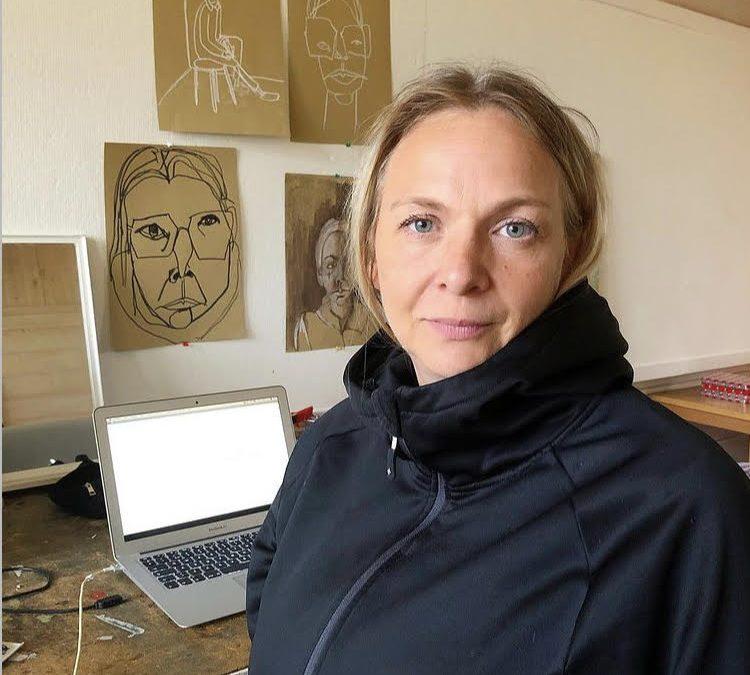 Proudly presents the artist Lotta Enbrand